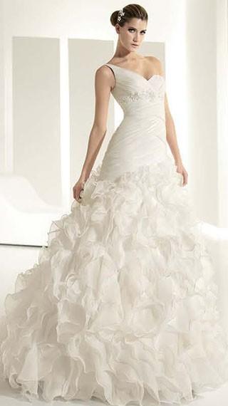 8061c4c03093 Abiti da sposa bianco una collezione 2011